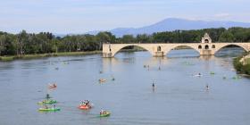 Balade en canoë sous le pont d'Avignon