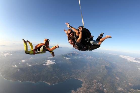 saut en parachute cannet des maures