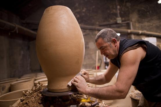 Fabrication artisanale de pots de jardin et de vaisselle de table depuis 1837